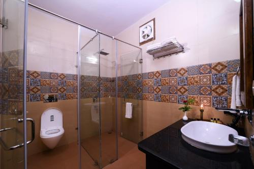 A bathroom at Ranthambhore Heritage Haveli