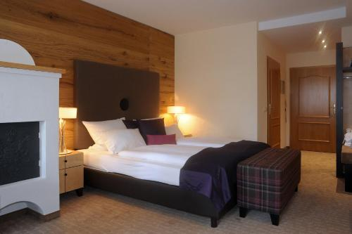 A bed or beds in a room at MICHELS Wellness- & Wohlfühlhotel