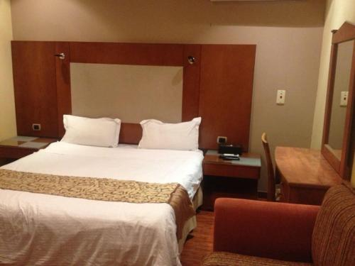 Cama ou camas em um quarto em Bait Al Amani Suites