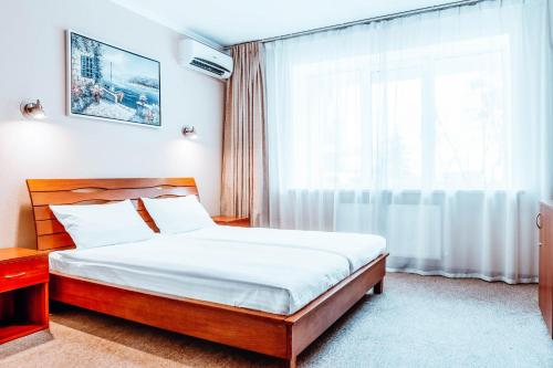 A bed or beds in a room at Black Sea Hotel Kiev