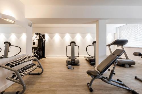 Gimnasio o instalaciones de fitness de CPH   Pevero Hotel