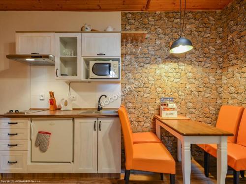 Kuchyňa alebo kuchynka v ubytovaní Penzion Fortuna