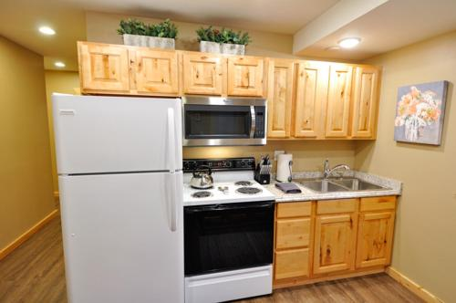 A kitchen or kitchenette at Glacier Outdoor Center