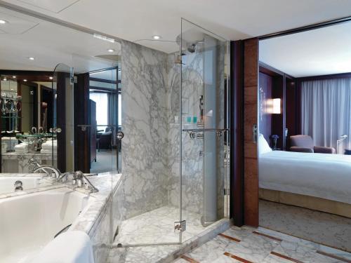 A bathroom at Grand Hyatt Shanghai
