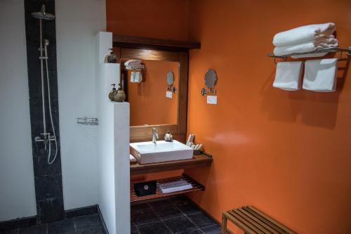 A bathroom at Keinnara Hpa-An