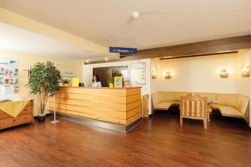 Lobby/Rezeption in der Unterkunft Morada Hotel Bad Wörishofen
