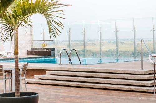 The swimming pool at or close to Costa del Sol Wyndham Tumbes
