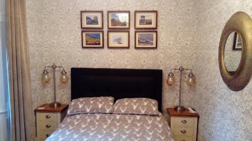 A bed or beds in a room at The Cottage Bed & Breakfast