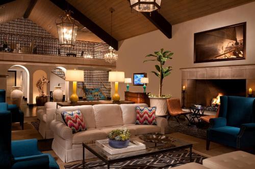 A seating area at Kona Kai Resort & Spa, a Noble House Resort
