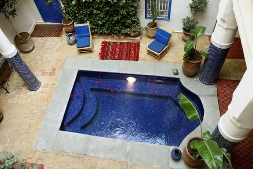 A view of the pool at Hotel Sherazade or nearby