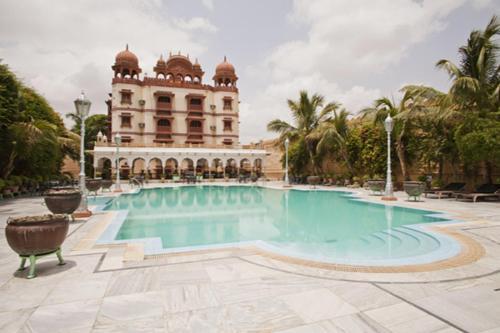 The swimming pool at or near Jagat Palace