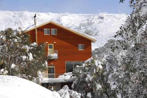 Summit Ridge Alpine Lodge during the winter