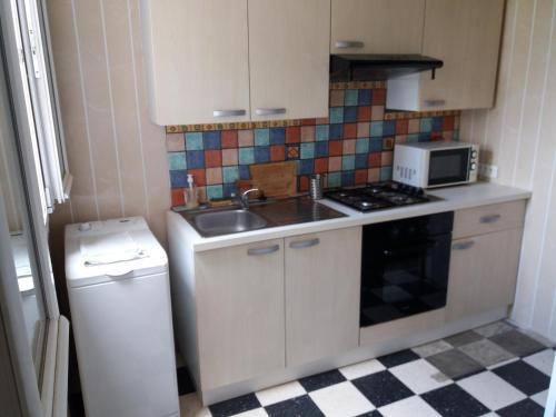 A kitchen or kitchenette at Apartment Albert