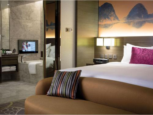 A bed or beds in a room at Crowne Plaza Hong Kong Kowloon East, an IHG Hotel