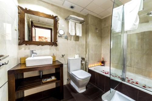 Een badkamer bij El Tiburon Boutique Hotel & Spa (Adults Recommended)