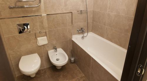 A bathroom at Gorki Apartments Domodedovo