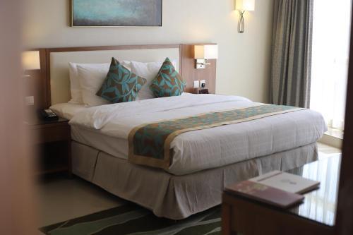 Cama ou camas em um quarto em Best Western Plus Buraidah