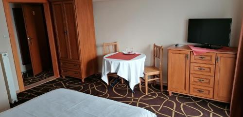 Televízia a/alebo spoločenská miestnosť v ubytovaní Pension Magnolia