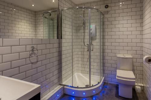 A bathroom at CoDE Co-Living – The LoFT - Edinburgh