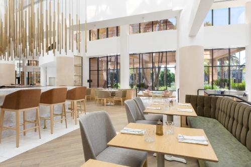 A restaurant or other place to eat at The Westin Long Beach