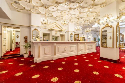 The lobby or reception area at Hotel Imparatul Romanilor