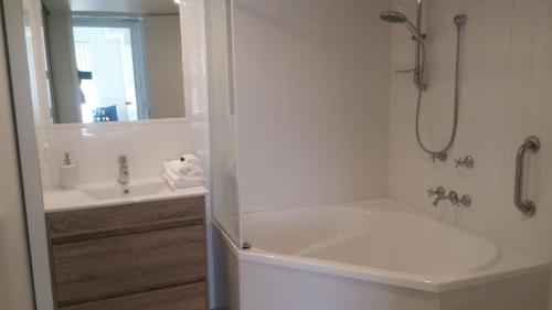 A bathroom at Apollo Luxury Apartments