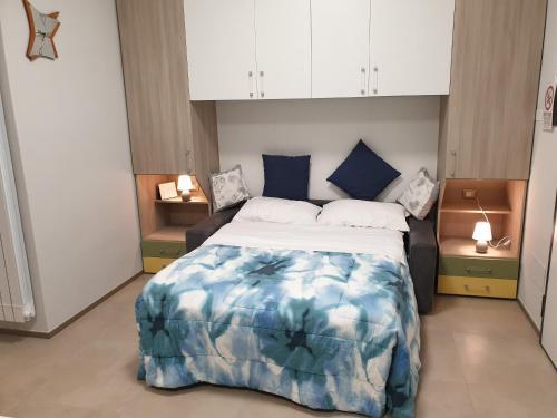 Un pat sau paturi într-o cameră la Al centro...stil...mono
