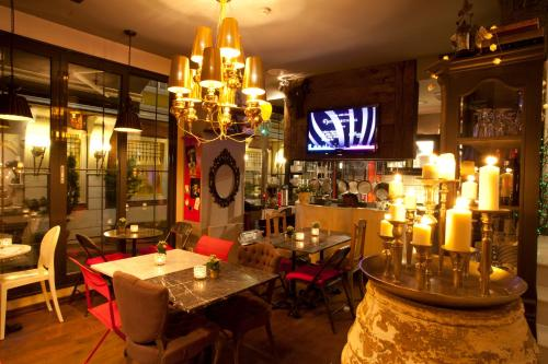 A restaurant or other place to eat at Hypnos Design Hotel
