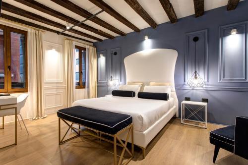 Un ou plusieurs lits dans un hébergement de l'établissement San Marco Suite 755