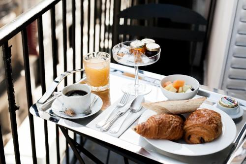 Breakfast options available to guests at Hôtel Mathis Elysées