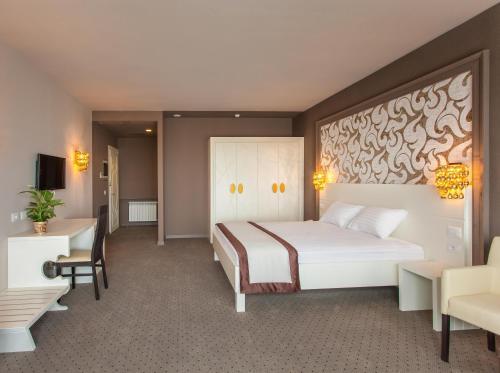 Ein Bett oder Betten in einem Zimmer der Unterkunft Continental Hotel