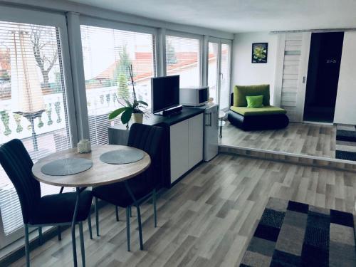 Televízia a/alebo spoločenská miestnosť v ubytovaní Ubytovanie MARINEL