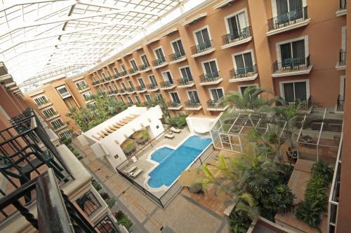 Ein Blick auf den Pool von der Unterkunft Holiday Inn Express - Monterrey - Tecnologico, an IHG Hotel oder aus der Nähe