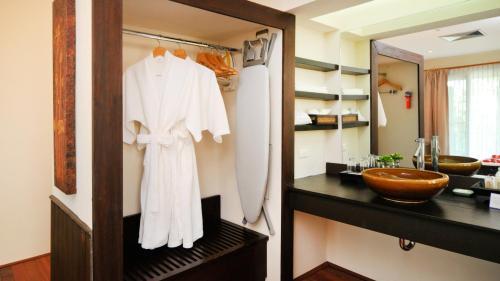 A bathroom at Phi Phi Holiday Resort-SHA Plus