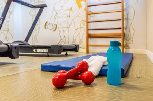 The fitness centre and/or fitness facilities at Holiday Inn Express Maceió, an IHG Hotel