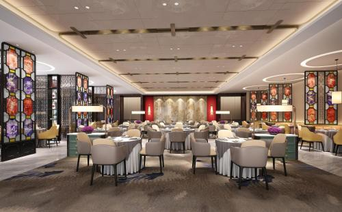 A restaurant or other place to eat at Holiday Inn Guangzhou South Lake, an IHG Hotel