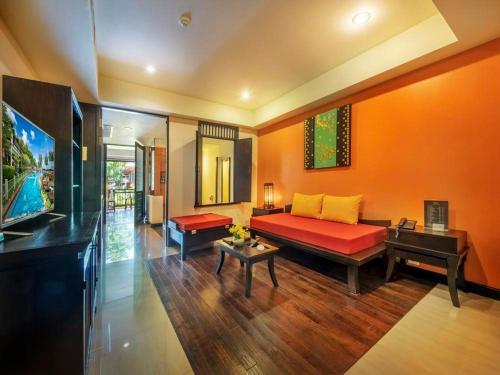 A seating area at Lanta Cha-da Resort - SHA Plus