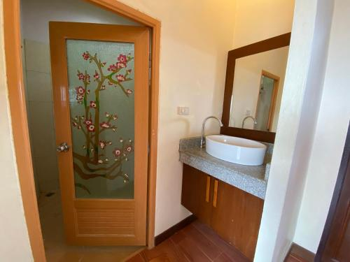 A bathroom at Phuchawee Lanta