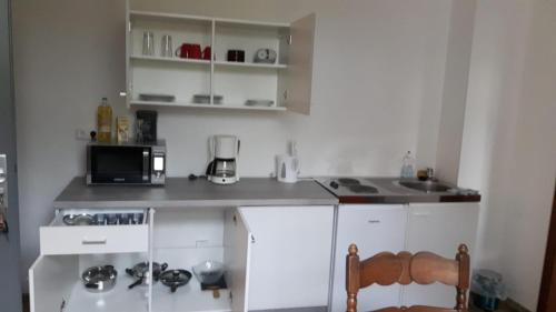 A kitchen or kitchenette at Herberge-Duisburg-Beeck
