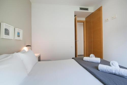 A bed or beds in a room at Gaudi Flats