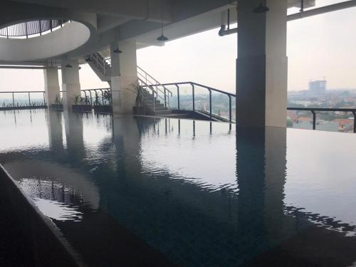 The swimming pool at or close to Atlanta Residence
