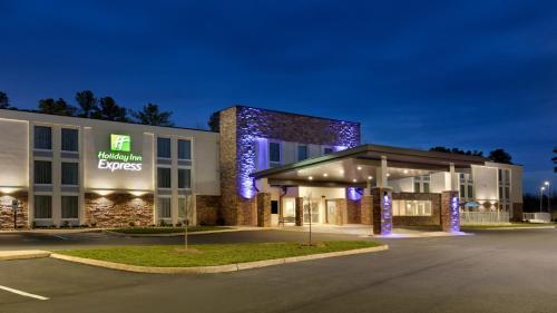 Holiday Inn Express - Williamsburg Busch Gardens Area, an IHG Hotel