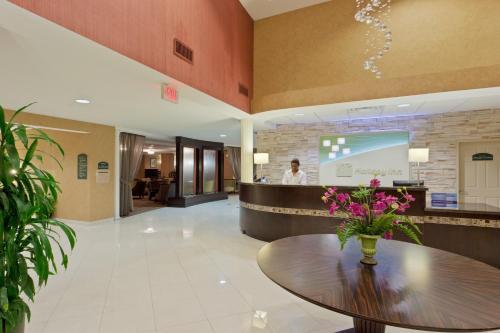The lobby or reception area at Holiday Inn Orangeburg-Rockland/Bergen County, an IHG Hotel