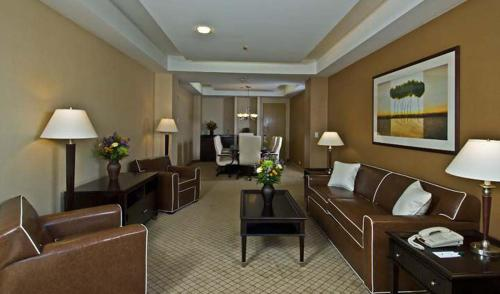 A seating area at Armoni Inn & Suites
