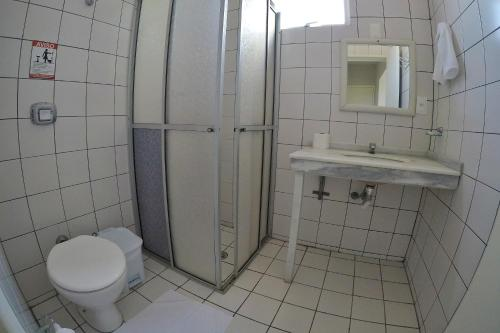 Ванная комната в Ilha Sol Praia Hotel