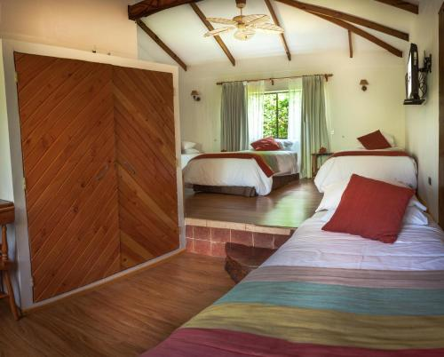 A bed or beds in a room at Pikera Uri Eco Lodge
