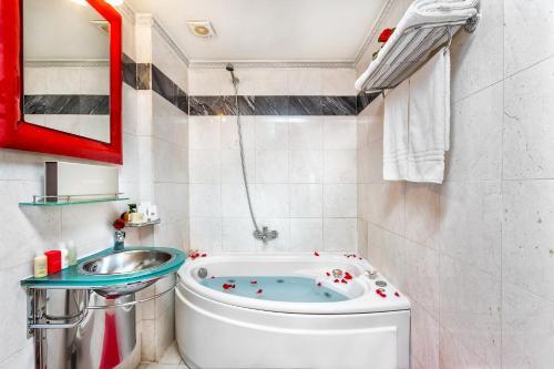 Ένα μπάνιο στο ad Imperial Palace Hotel Thessaloniki