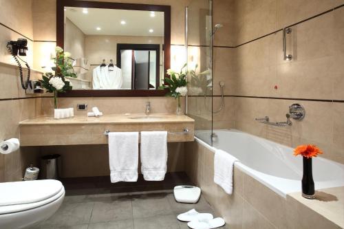 Ett badrum på Starhotels Ritz