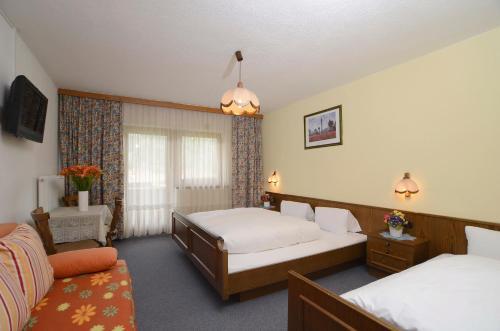 Tempat tidur dalam kamar di Gästehaus Riml