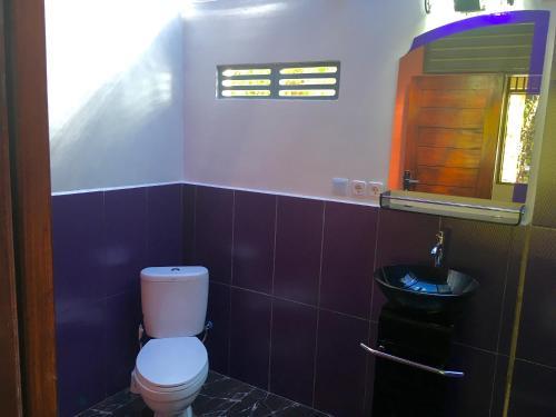A bathroom at The Papalagi Resort